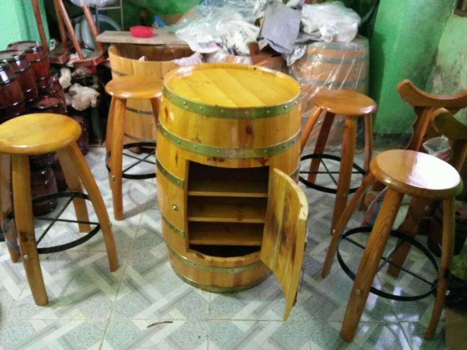 Bộ bàn ghế trống rượu