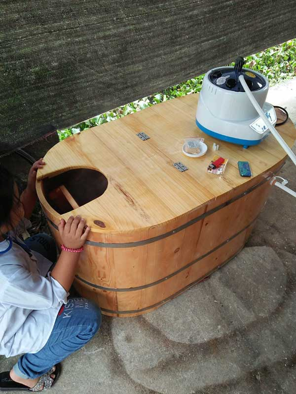 Bồn tắm xông hơi gỗ Thông Nhật