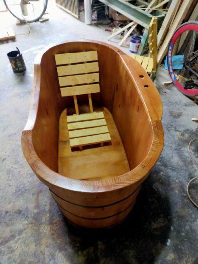 bồn tắm bo viền gỗ thông Mỹ